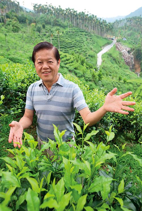 魚池鄉前鄉長廖學輝退休後開了紅茶故事館,持續推廣紅茶產業。
