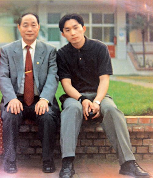 20出頭的劉宗聖, 當時對父親的愛與堅持,還未能深刻體會。