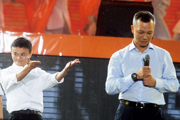 馬雲(左)雖然退居二線,卻又大動作成立「菜鳥網路」跨入物流產業。