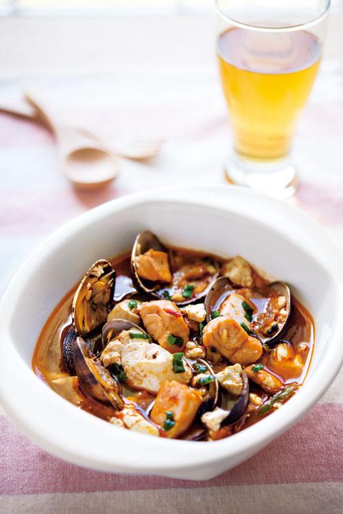 以啤酒取代米酒的香辣啤酒海鮮豆腐煲, 夏日飲用特別對味。