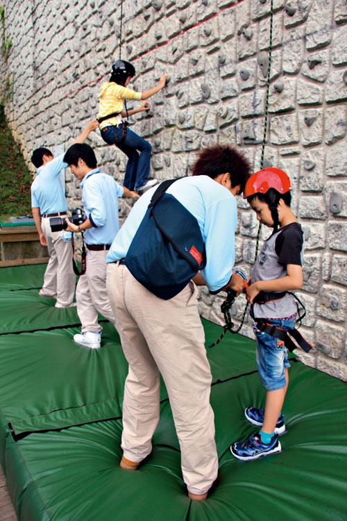 挑戰標準的攀岩場,事前確保要做好。