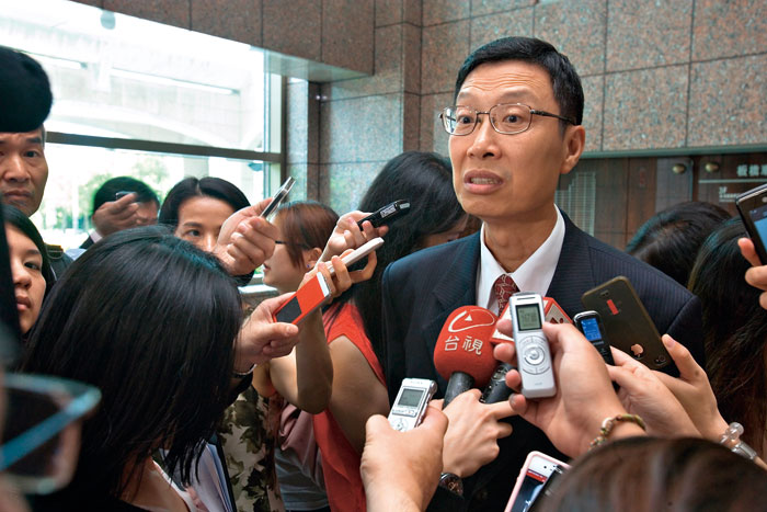 金管會主委陳裕璋認為,金管會與業者間溝通無礙,但不少業者並不這麼想。