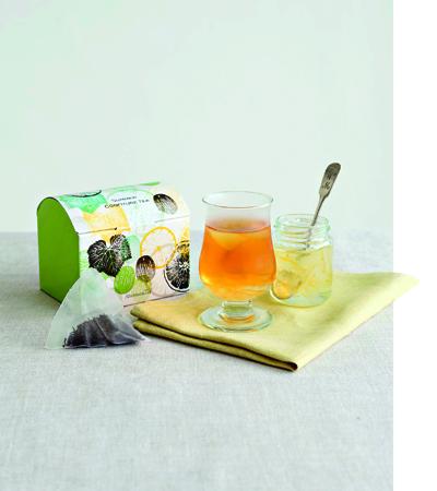 以紅茶為基底,添加花茶入茶汁,更添冷泡茶風韻。