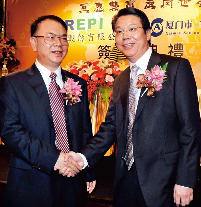 三安收購璨圓兩成股權,引爆兩岸LED龍頭對決戰。圖左為三安 董事長林秀成與右為璨圓董事長簡奉任。