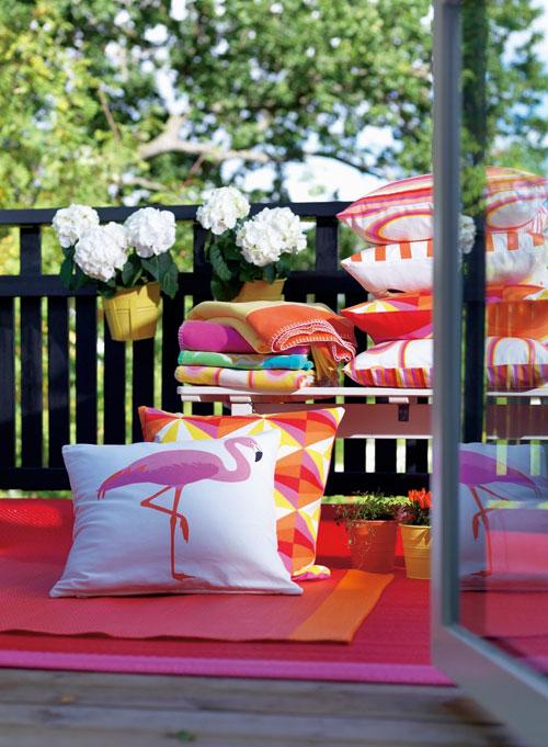 讓陳設耳目一新,可從地墊、抱枕下手,慎選材質及顏色 即可輕鬆完成。(IKEA)