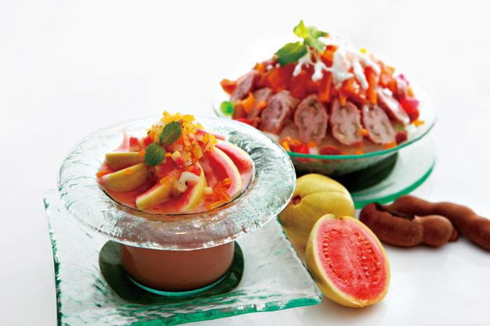 改良自泰式冰品的泰式蜜酸果與紅鑽香檸 冰,在台灣難得一見。