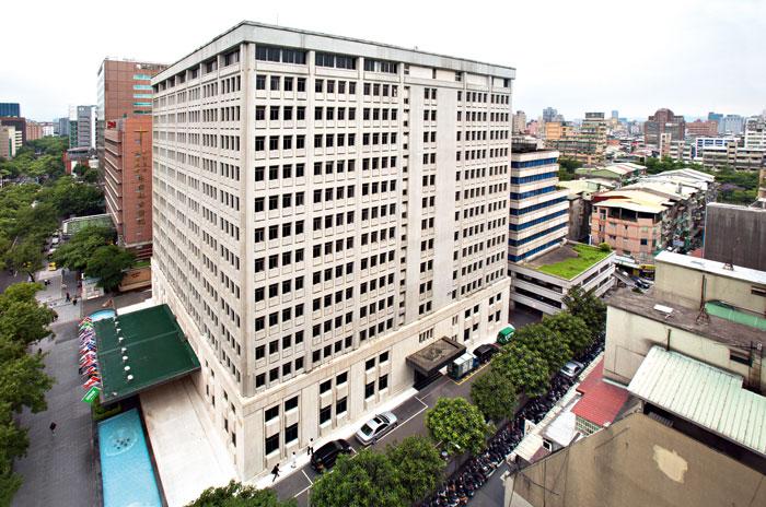 嘉泥計畫整合起家厝嘉新大樓及後方老公寓,一起申請都更改建。