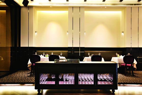 ThomasChien簡潔高雅 的用餐環境,是高雄著 名的美食殿堂。