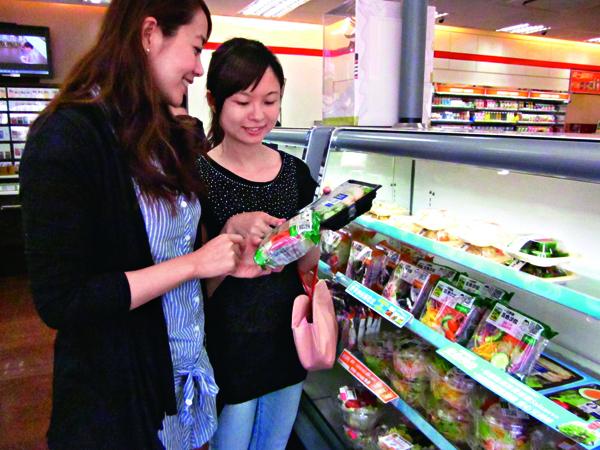 現在大部分超商都有 供應無毒生菜沙拉與 蔬果供應社會大眾。
