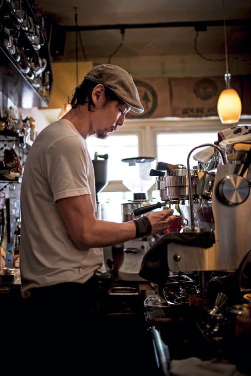 被許多咖啡玩家封為「完全吧枱」的小楊,是RUFOUS  COFFEE的靈魂人物。