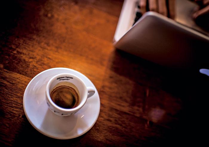 店裡的本日咖啡,來自全球咖啡莊園豆,品咖啡就從這一杯開始。