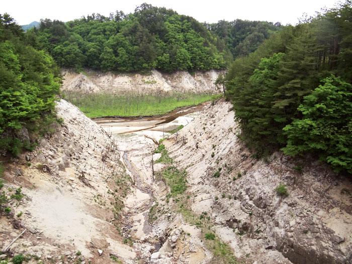 大柿水庫已經廢 棄,底泥的核汙染 量高達每公斤26萬 貝克,是安全標準 的2600倍。