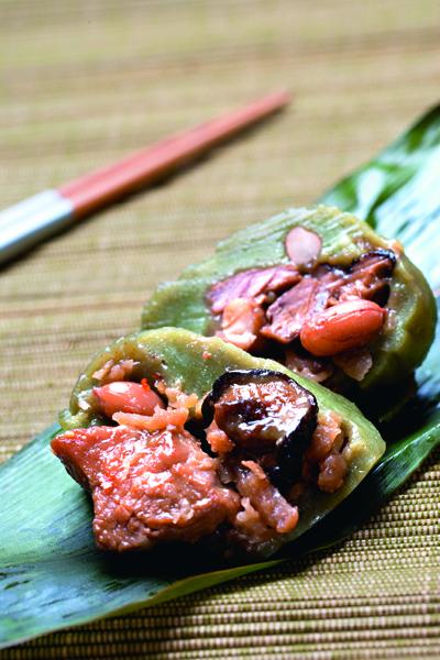 客家粿粽打開粽葉即傳來艾草香,粿皮也很彈牙。(金山李家粿行)