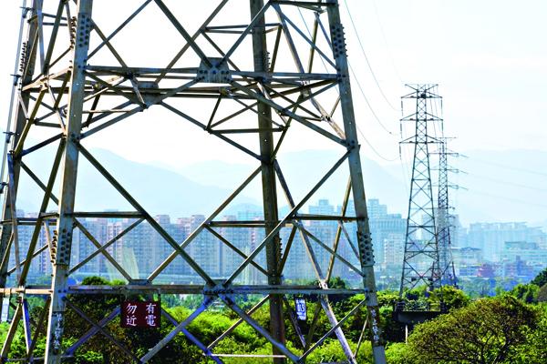 台電未能依照全台用電負 載的高或低調整供電,造 成許多電力耗損。