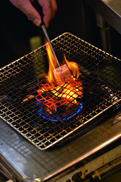 OToro的變化吃法,是用燒炙法把油香 烤出,筋度軟化,香口不膩。