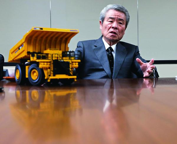 小松製作所董事長坂根正弘除了是「第三箭」的制定者之一,同時也是 最大受惠者。