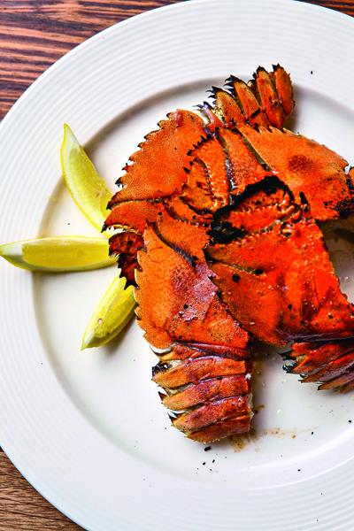 每天從漁港直接進貨的蝦蛄,肉 質緊實鮮甜,點菜率相當高。