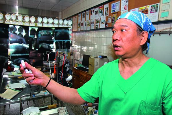 台中巿獸醫師公會理事 長林順隆批評,當局沒 有標準應對措施,讓基 層獸醫師無所適從。