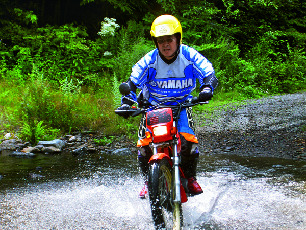 無論是水上或越野摩托車,熱愛刺 激運動的大前研一,總會帶著孩子 一起體驗。