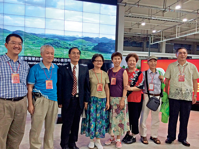 為了揭示鴻海的成長引擎,郭台銘還邀請小股東親赴貴州,參訪第四代廠。