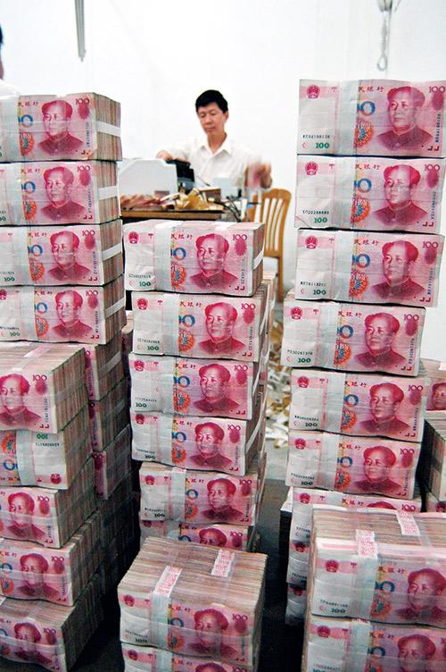 2008年中國印人民幣救經濟,讓中國債台高築,公司債高居世界第一。當台灣 第一大債權國變成中國,必須小心中國倒債時錢要不回來。