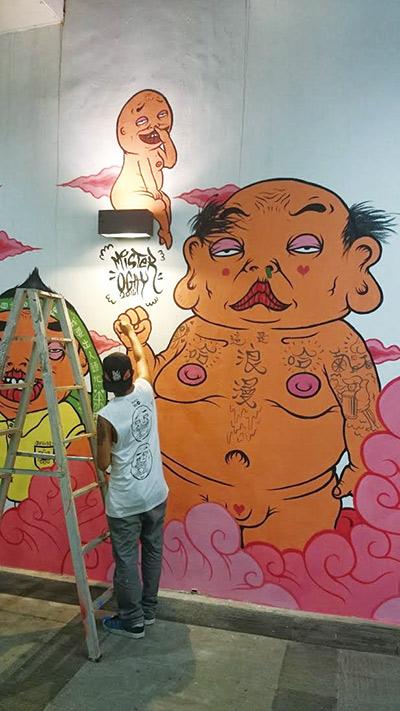 塗鴉藝術家Mr.Oggy以「浪漫草悟」為 題,在草悟廣場創作。