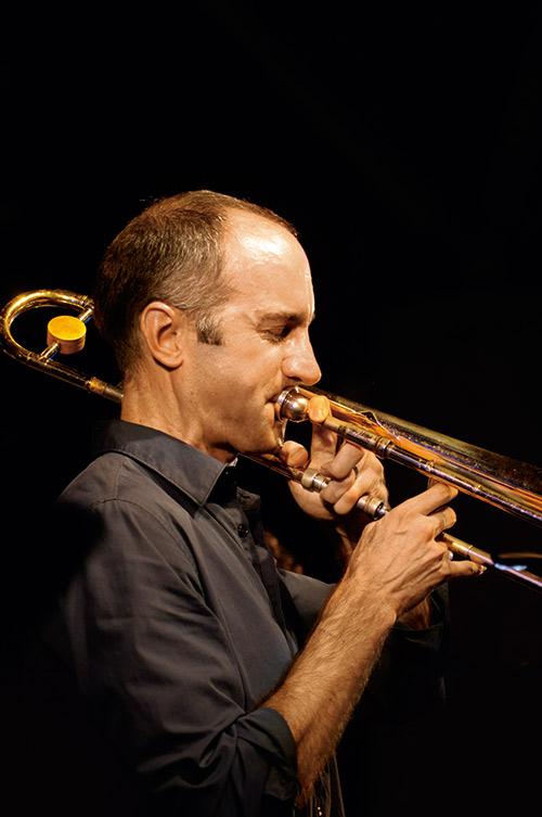 獲得2014年葛萊美獎提名的Alan Ferber將出席表 演,他曾拿下權威爵士雜誌《Down Beat》樂評與 樂迷票選為年度最佳爵士長號手與最佳專輯。
