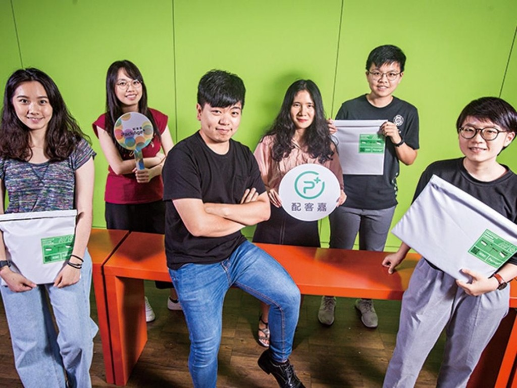 Young entrepreneurs in Taiwan invent recyclable bags to make e-commerce greener