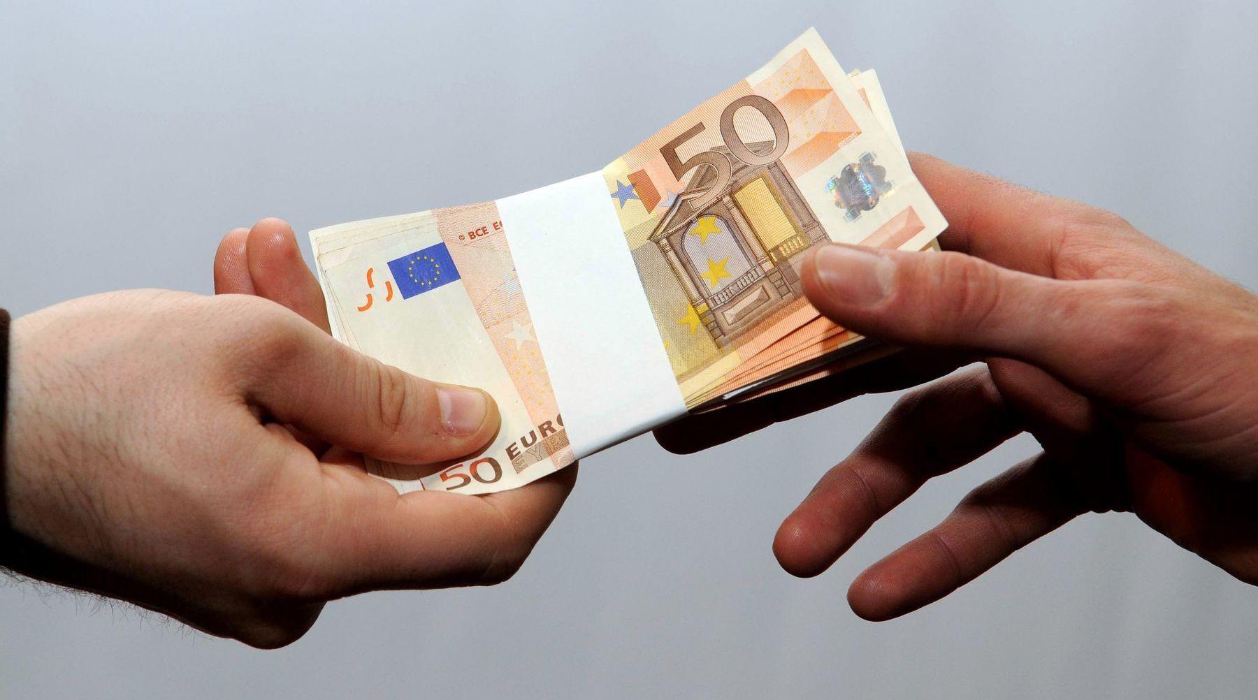 為什麼越來越多國家 願意無償送錢給民眾呢?