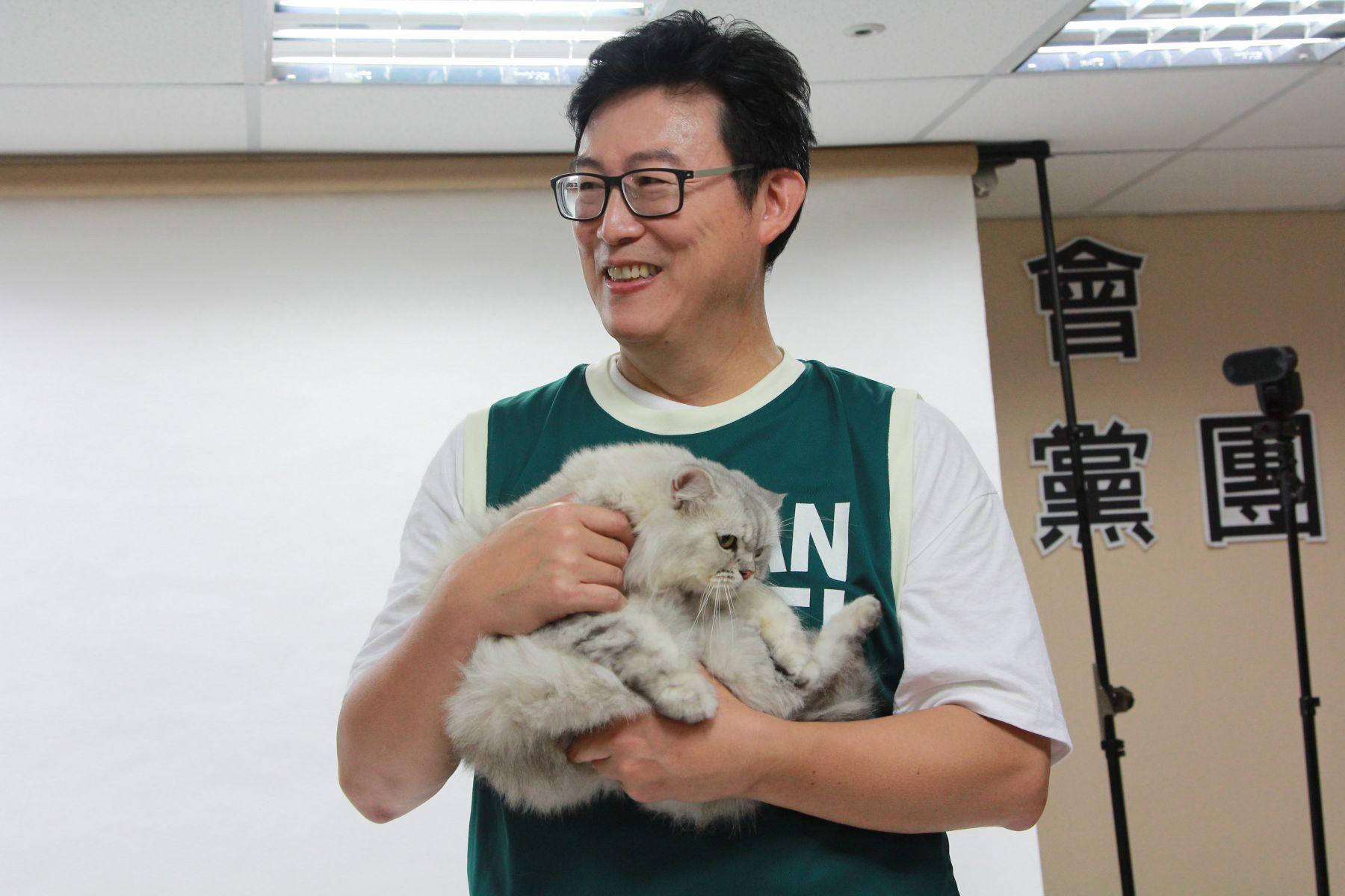 姚文智談養貓經驗引眾怒 翟本喬:拿貓作秀