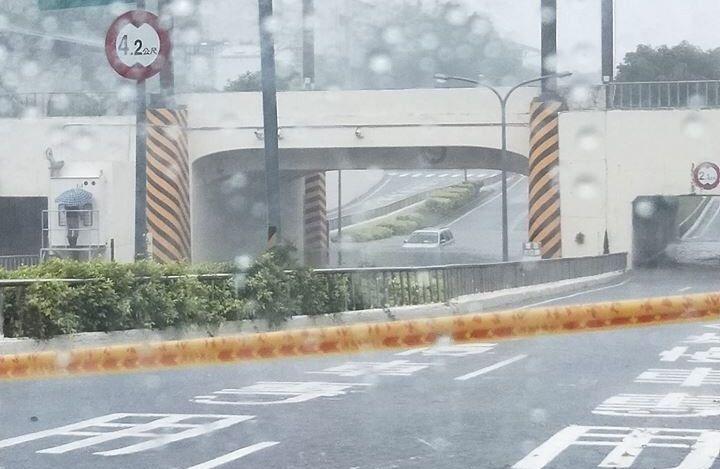 車快滅頂!台南、高雄豪雨「比颱風還驚人」