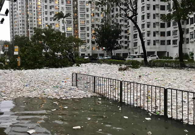 大自然的逆襲?山竹走後 爆量海洋垃圾堆滿香港街道
