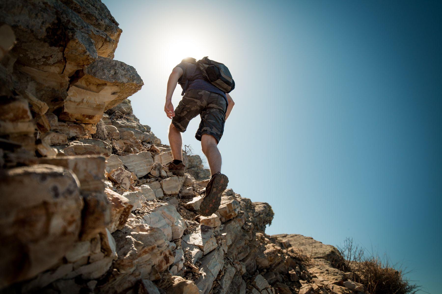 落跑害7警消受困 分隊長氣炸怒斥登山客:我們的命不是命?