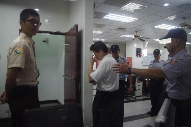 傅崐萁發監花蓮監獄 簽署「不公開編號」