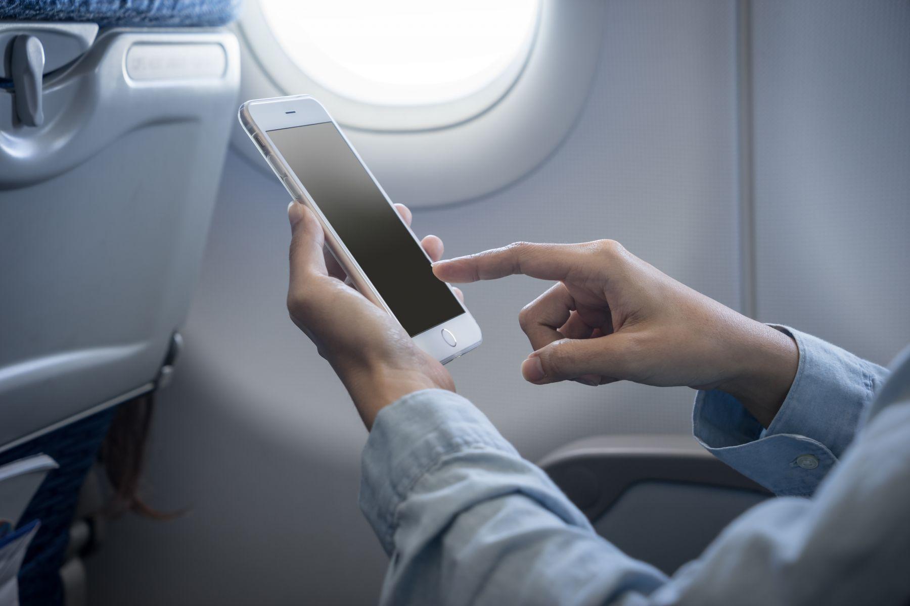 搭機禁用手機 機師揭密:和飛航安全無關