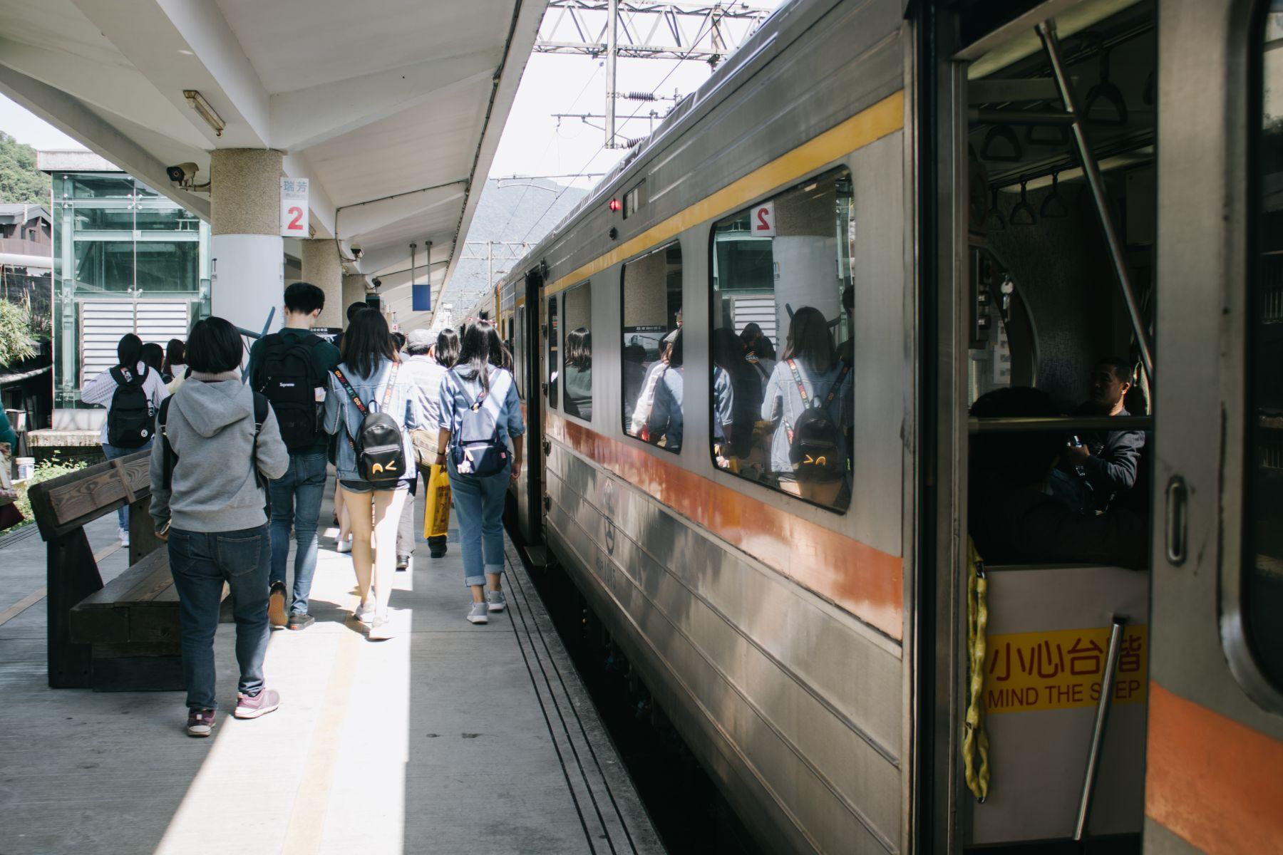 火車上如何保命?警察:這兩個地方不能站