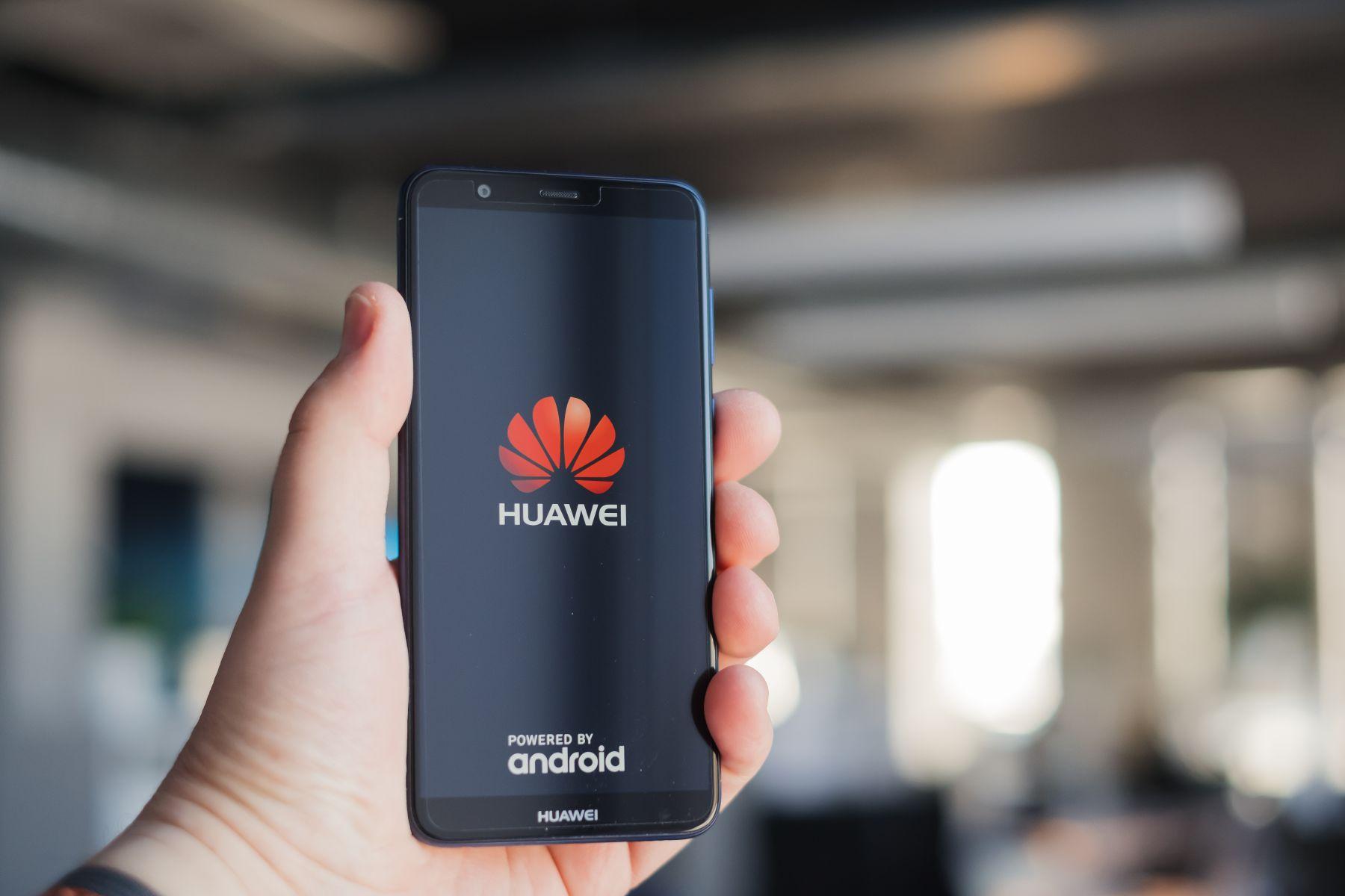 華為案延燒 立委要求金融業董總不能用中國製手機