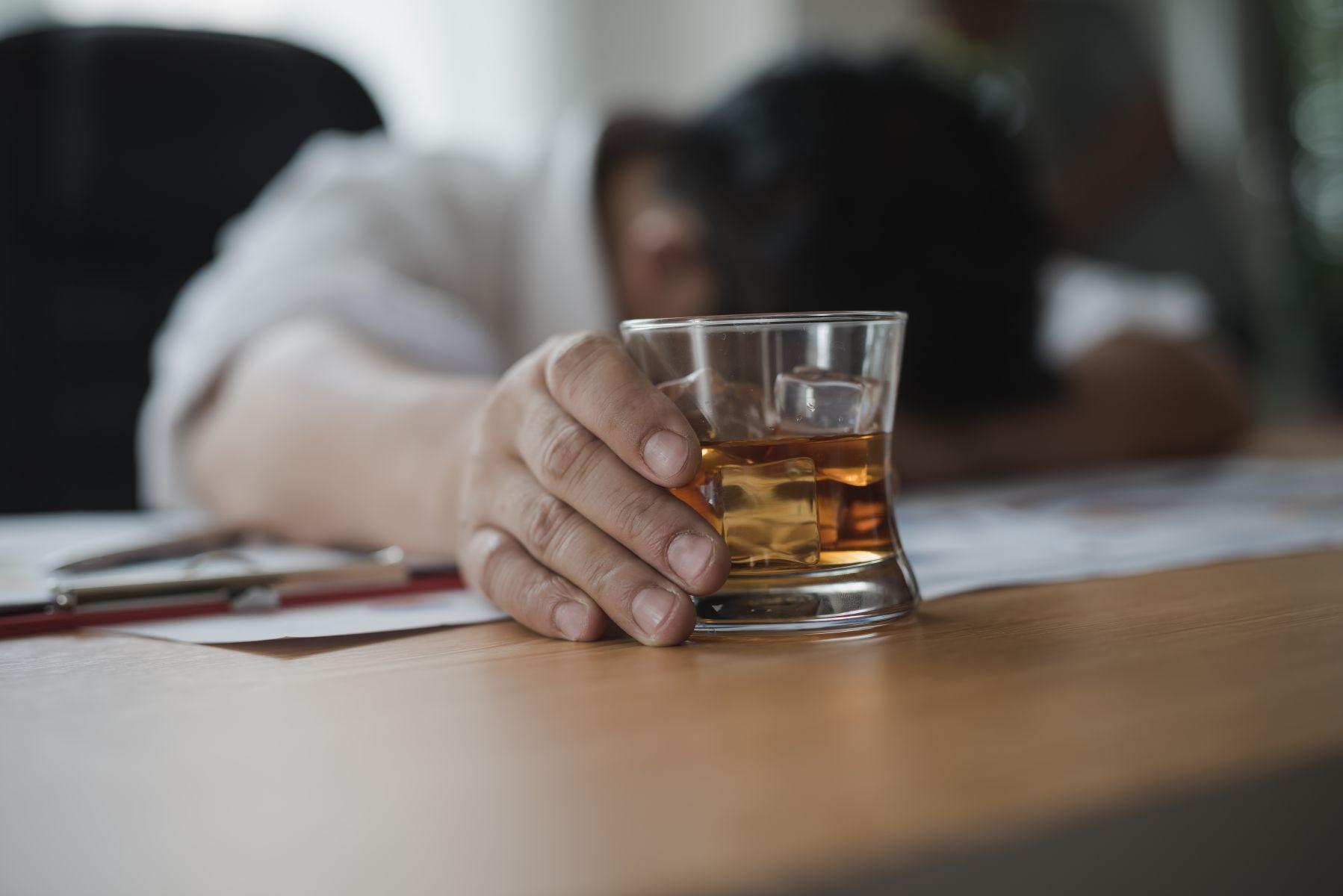家暴是酒醉誤事?醫師:在急診室坐一晚 就知道酒精問題有多嚴重