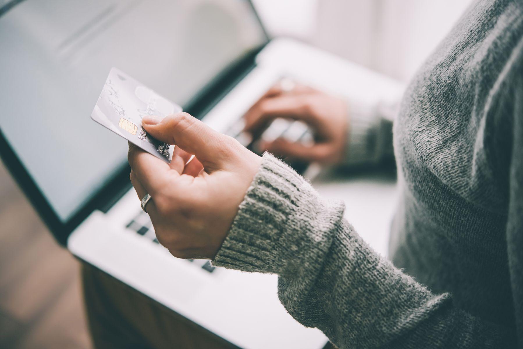 廣告不實?7家銀行信用卡機場接送服務不含宜花東 金管會要查