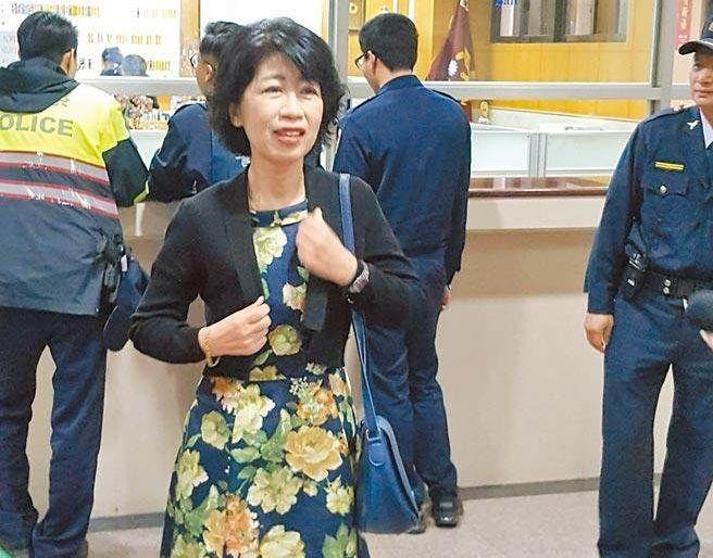 柯文哲被指財產不明 陳佩琪告政論節目一審敗訴