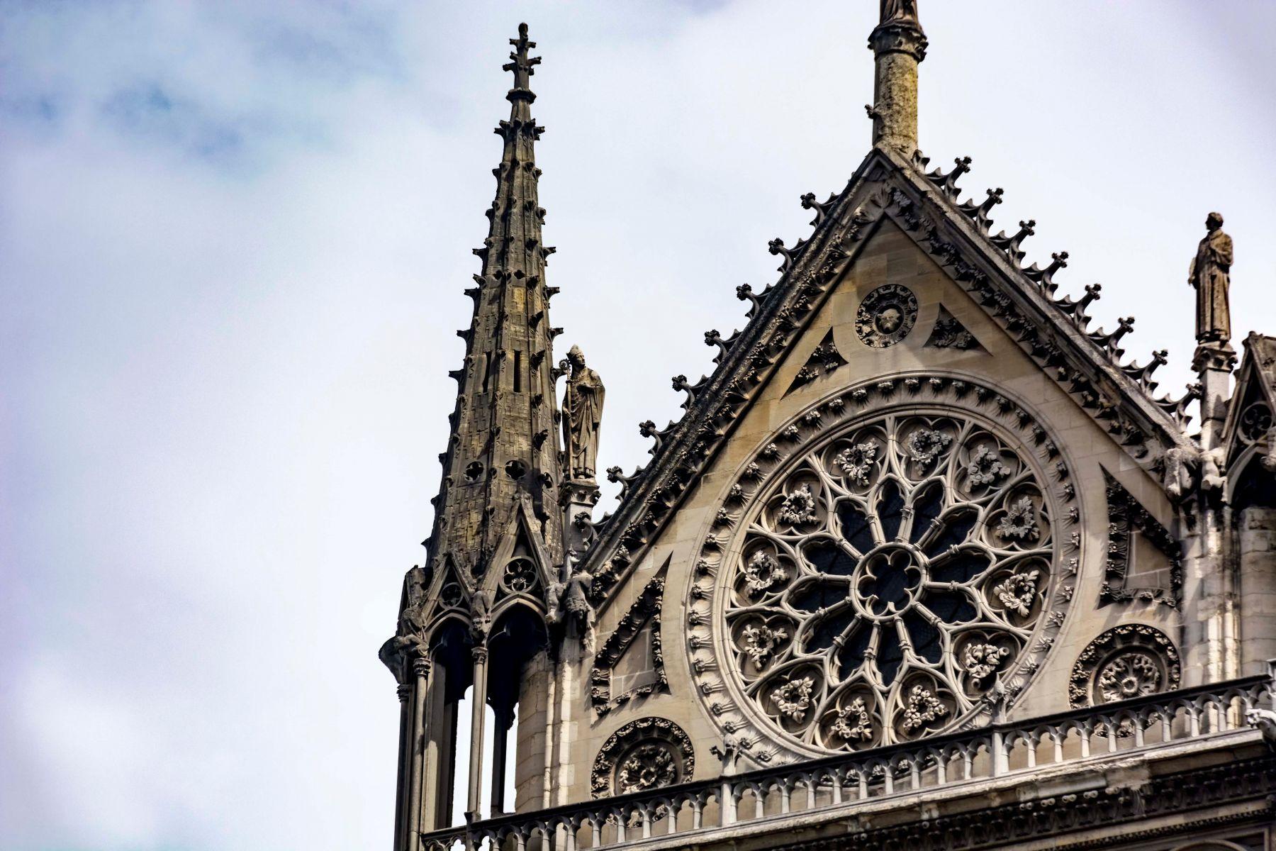 馬克宏將發起國際募款重建聖母院 法富豪慷慨捐出1億歐元