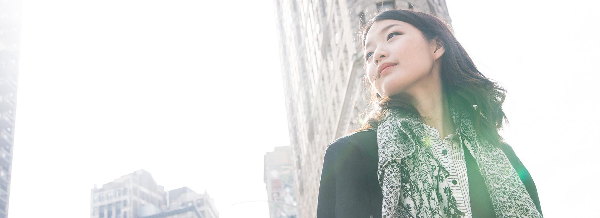 屏東女孩赴紐約追夢  成《英雄聯盟》暴紅推手