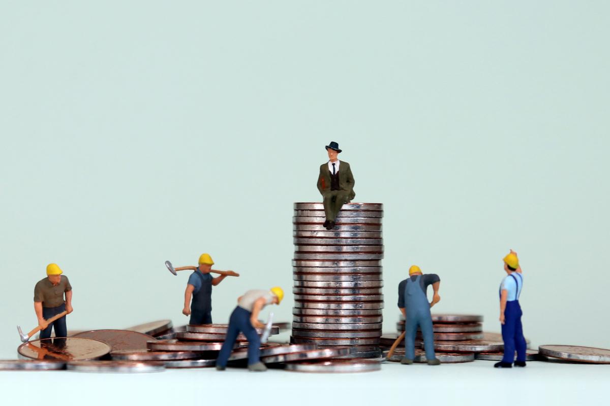 「抱歉,是我拉低平均薪資」國人平均月薪今年首破43K,為何勞工大多無感?令人辛酸的三大真相