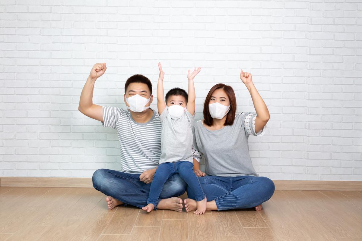 爸媽別再崩潰了! 行政院將推「孩童家庭防疫補貼 」每人1萬元  特定中小學生的家庭受惠