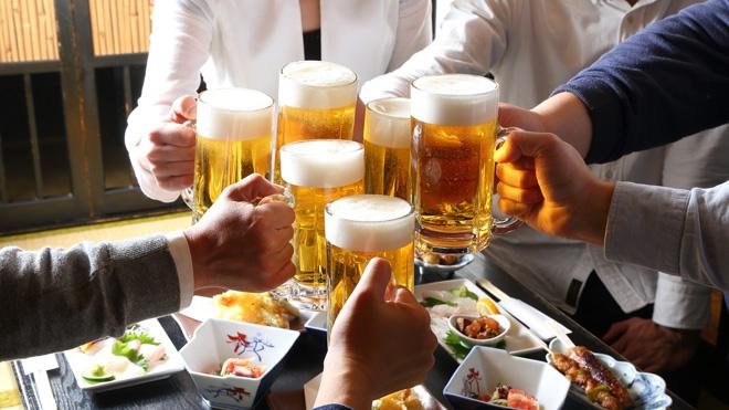前輩的酒杯空了是你的罪過、自己喝的酒不能自己倒...日本居酒屋的菜鳥觀察