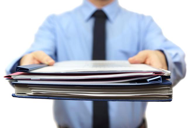 離職沒完成交接,公司可請求扣一個月薪資嗎?