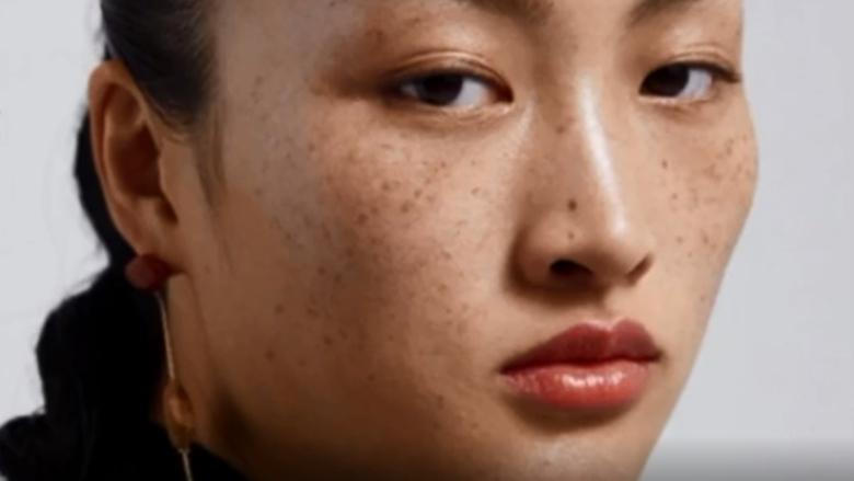 Zara廣告模特兒掀辱華爭議!你只敢看修過圖的自己嗎?