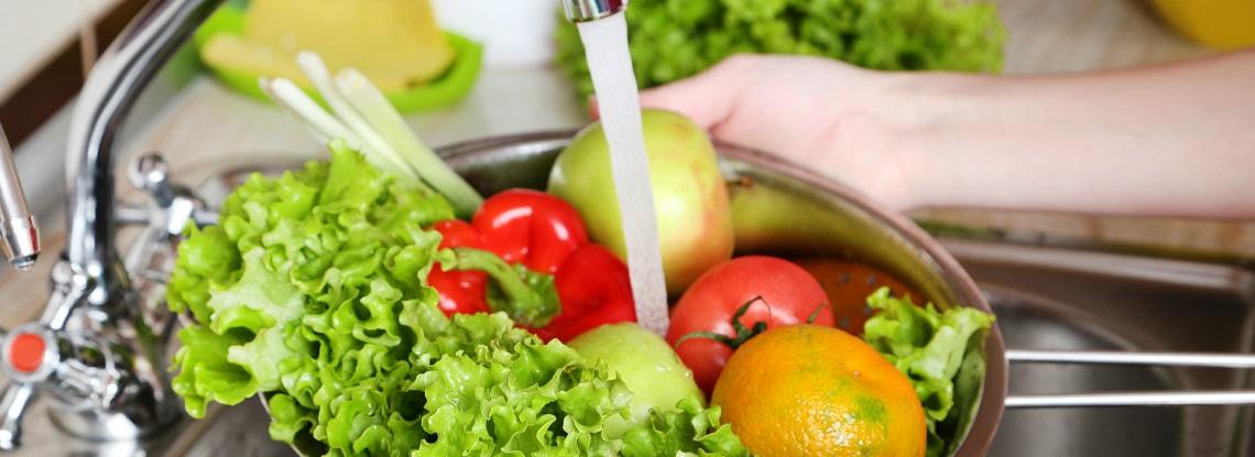 蔬菜要先切還是要先洗? 食藥署公布正解