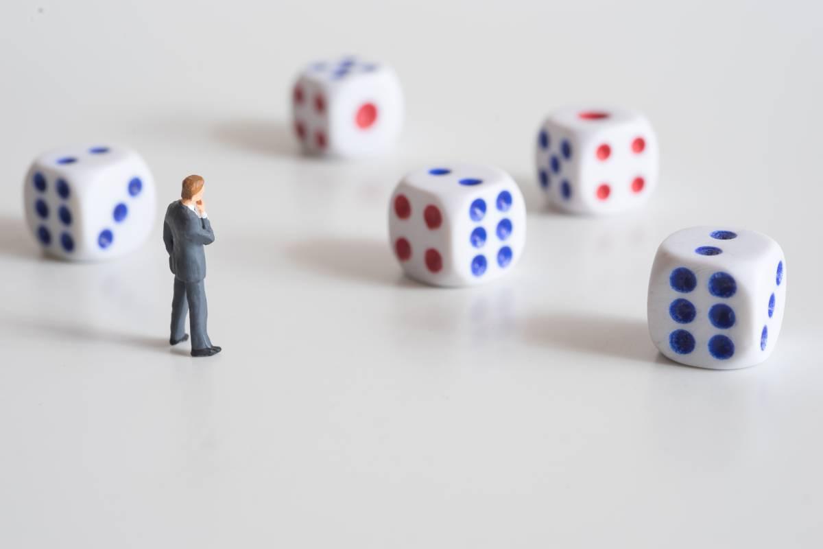 人們習慣以既有印象來決定事情,忽略機率的可能性,很容易判斷失誤