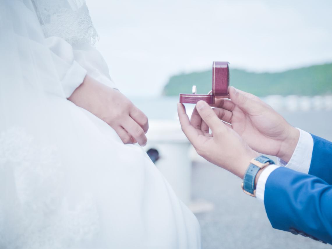 女友月薪5萬元他嫌少! 交往9年 醫師:很猶豫是否適合結婚?